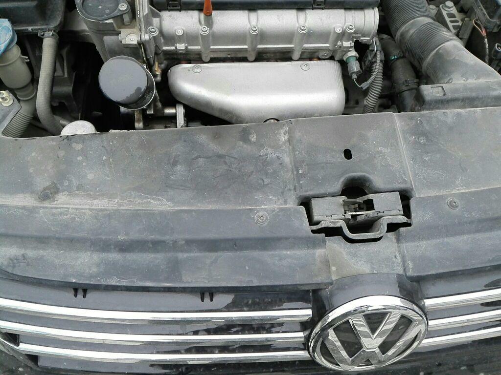 成都二手大众宝来 > 大众宝来 2014  车头轻微的碰撞会导致水箱框架