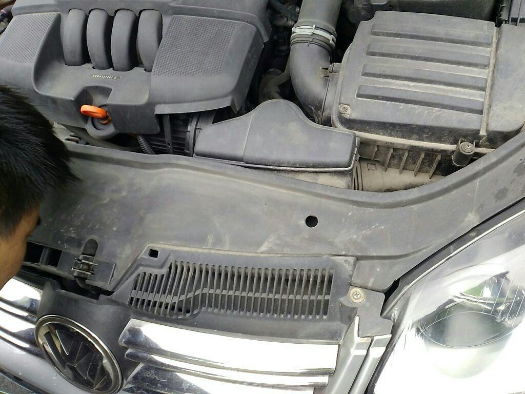 成都二手大众速腾 > 大众速腾 2011  车头轻微的碰撞会导致水箱框架