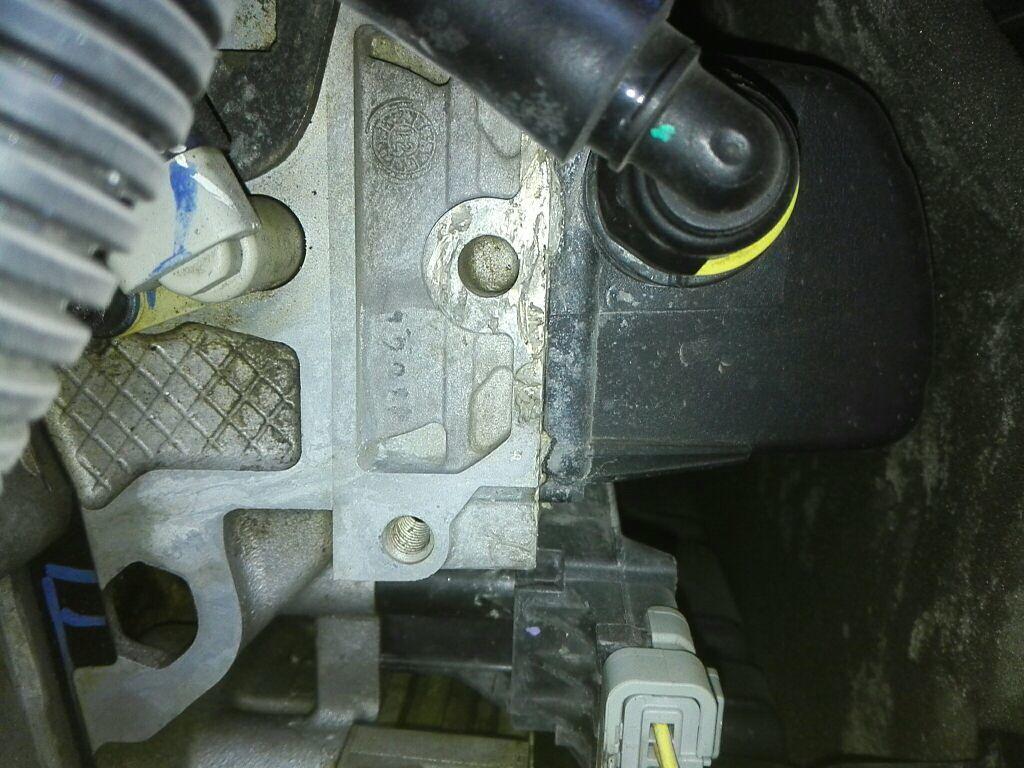 雪铁龙雪铁龙c5 > 雪铁龙c5 2012  18项易损耗部件检测 左前减震器