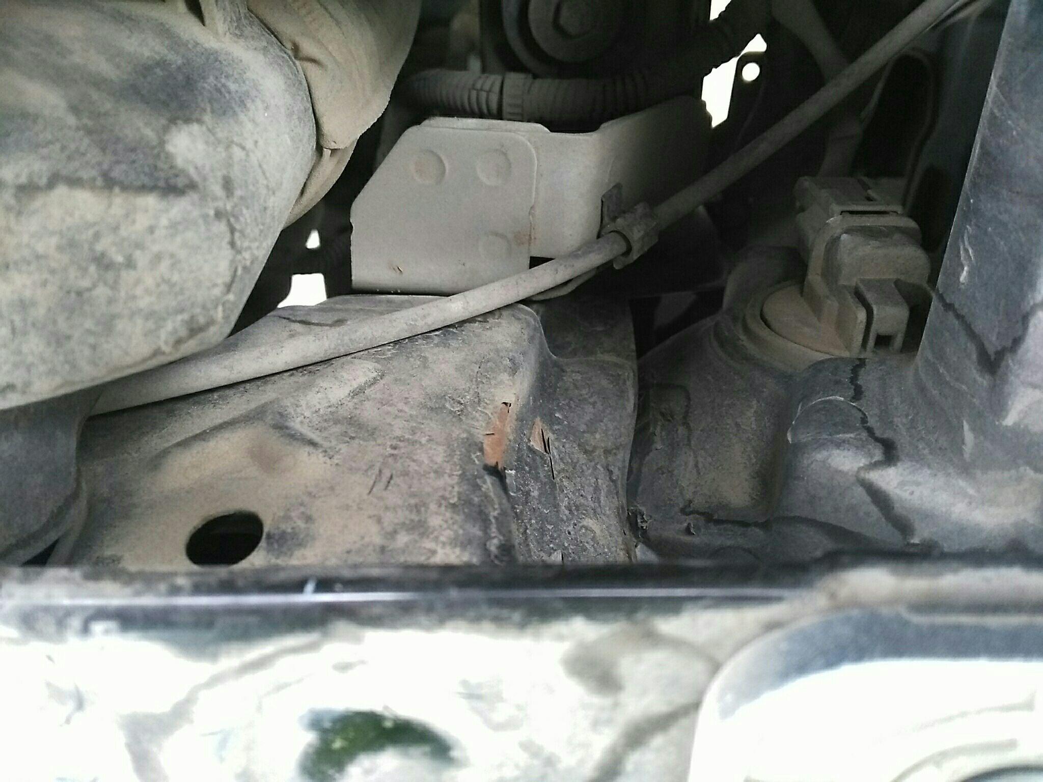 蚌埠二手现代瑞纳 > 现代瑞纳 2010  车头轻微的碰撞会导致水箱框架