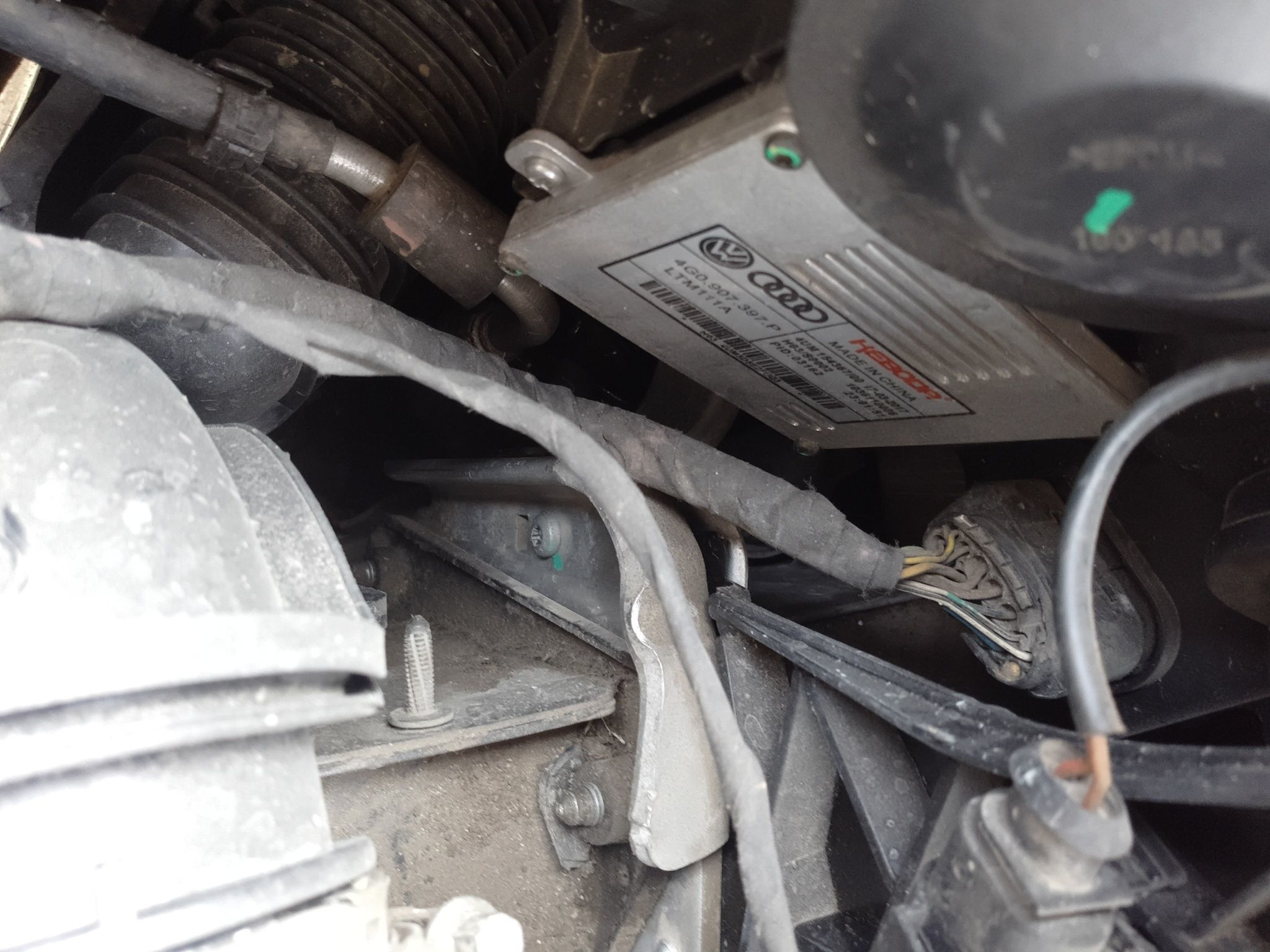 > 奥迪a6l 2014  车头轻微的碰撞会导致水箱框架变形,维修或更换,此
