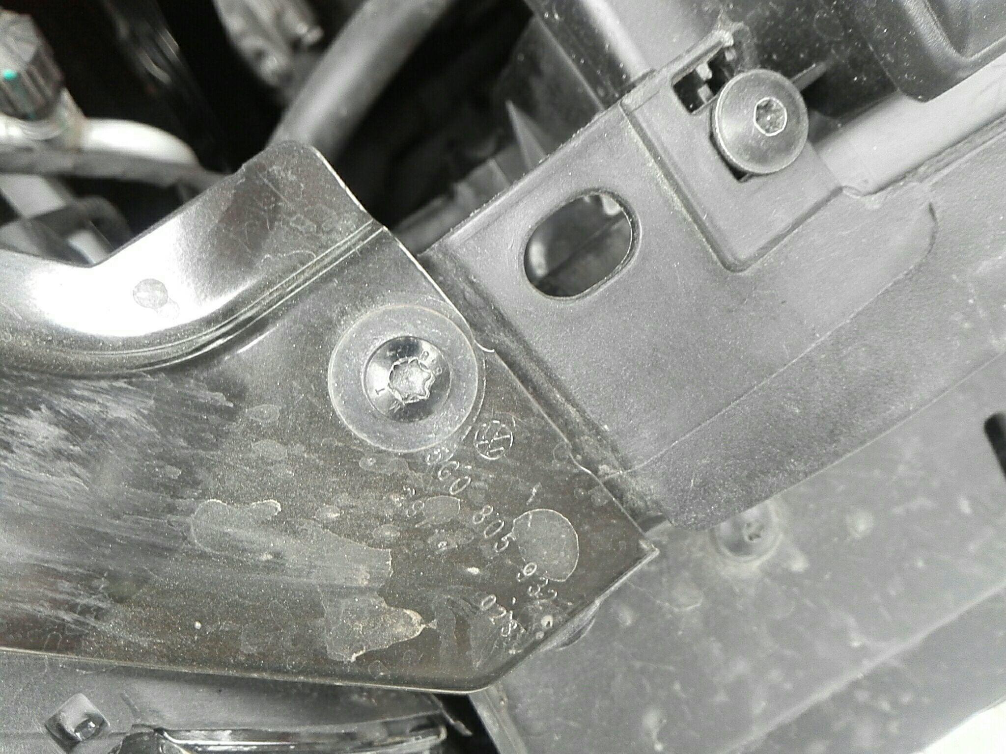 佛山二手大众高尔夫 > 大众高尔夫 20  车头轻微的碰撞会导致水箱框