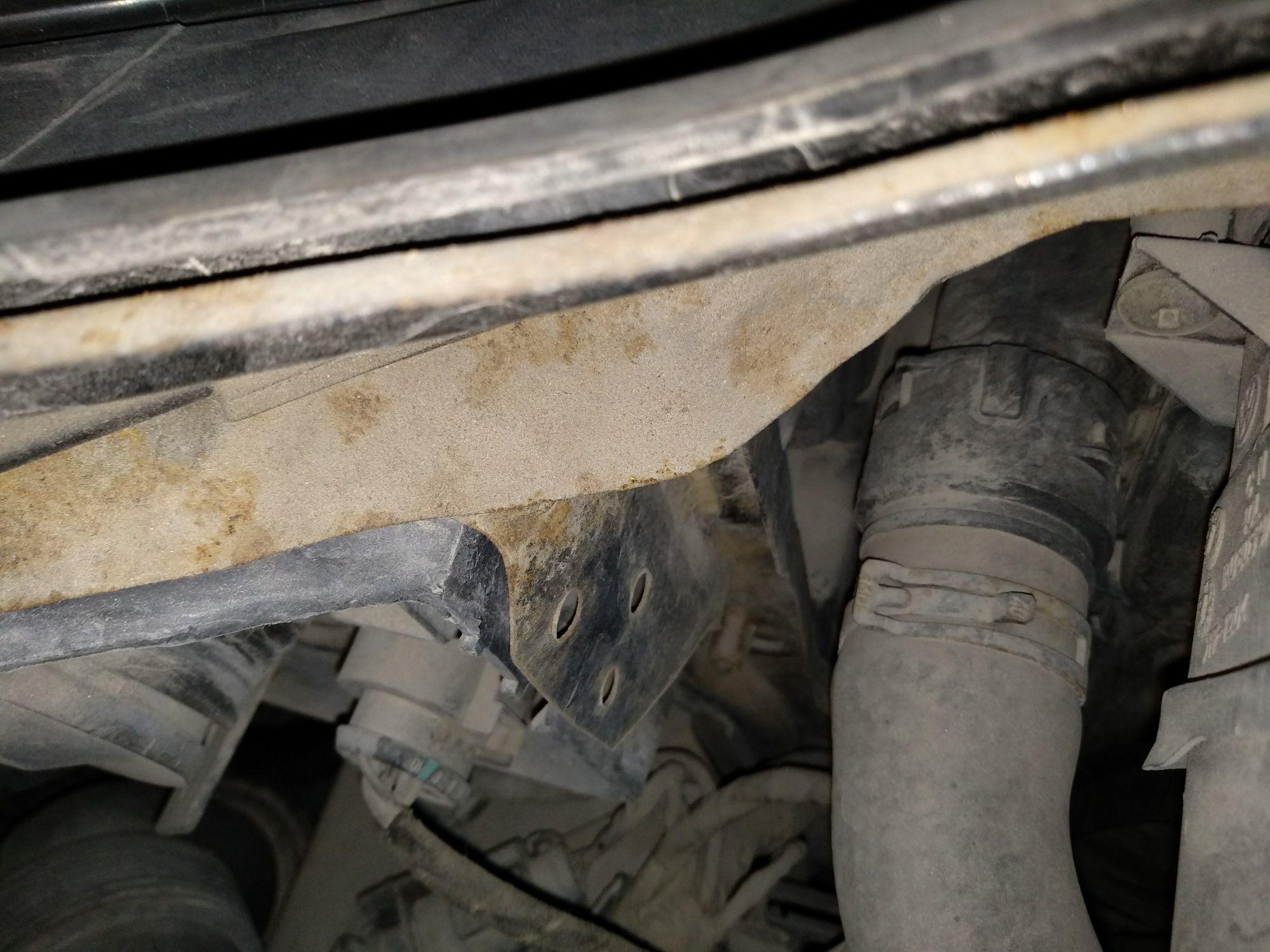 厦门二手大众速腾 > 大众速腾 2009  车头轻微的碰撞会导致水箱框架