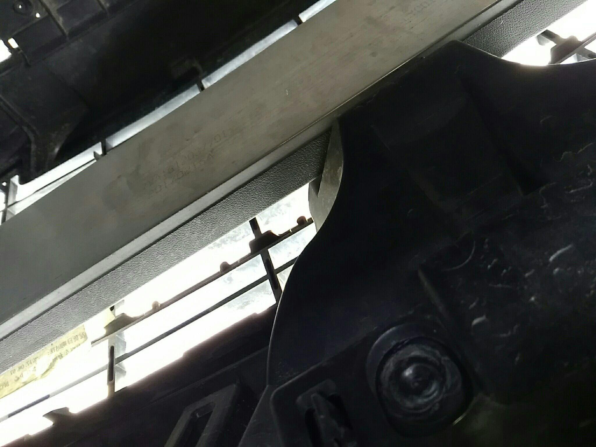 无锡二手标致标致307 > 标致307 2007  车头轻微的碰撞会导致防撞梁
