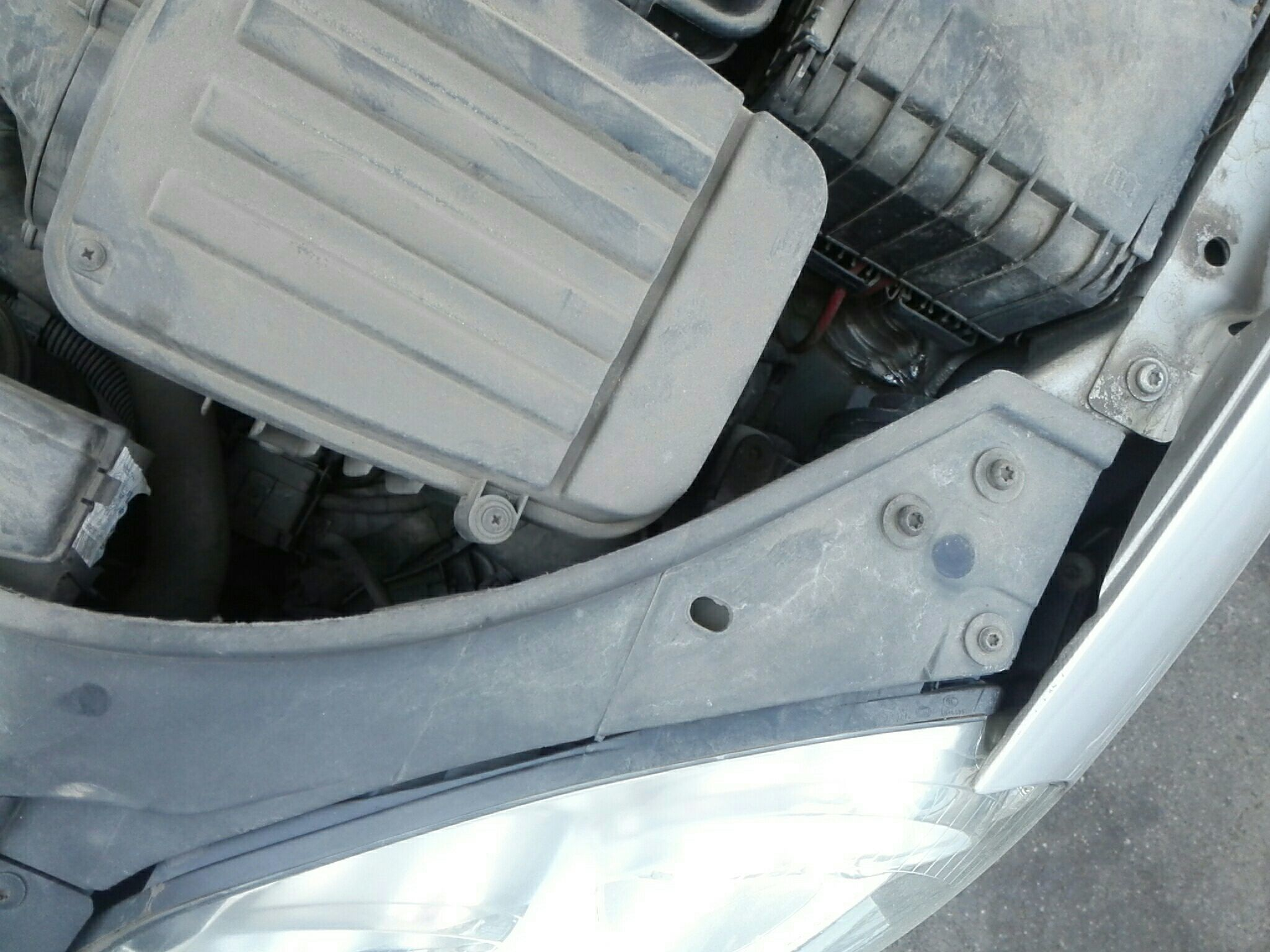 无锡二手大众速腾 > 大众速腾 2009  车头轻微的碰撞会导致水箱框架变