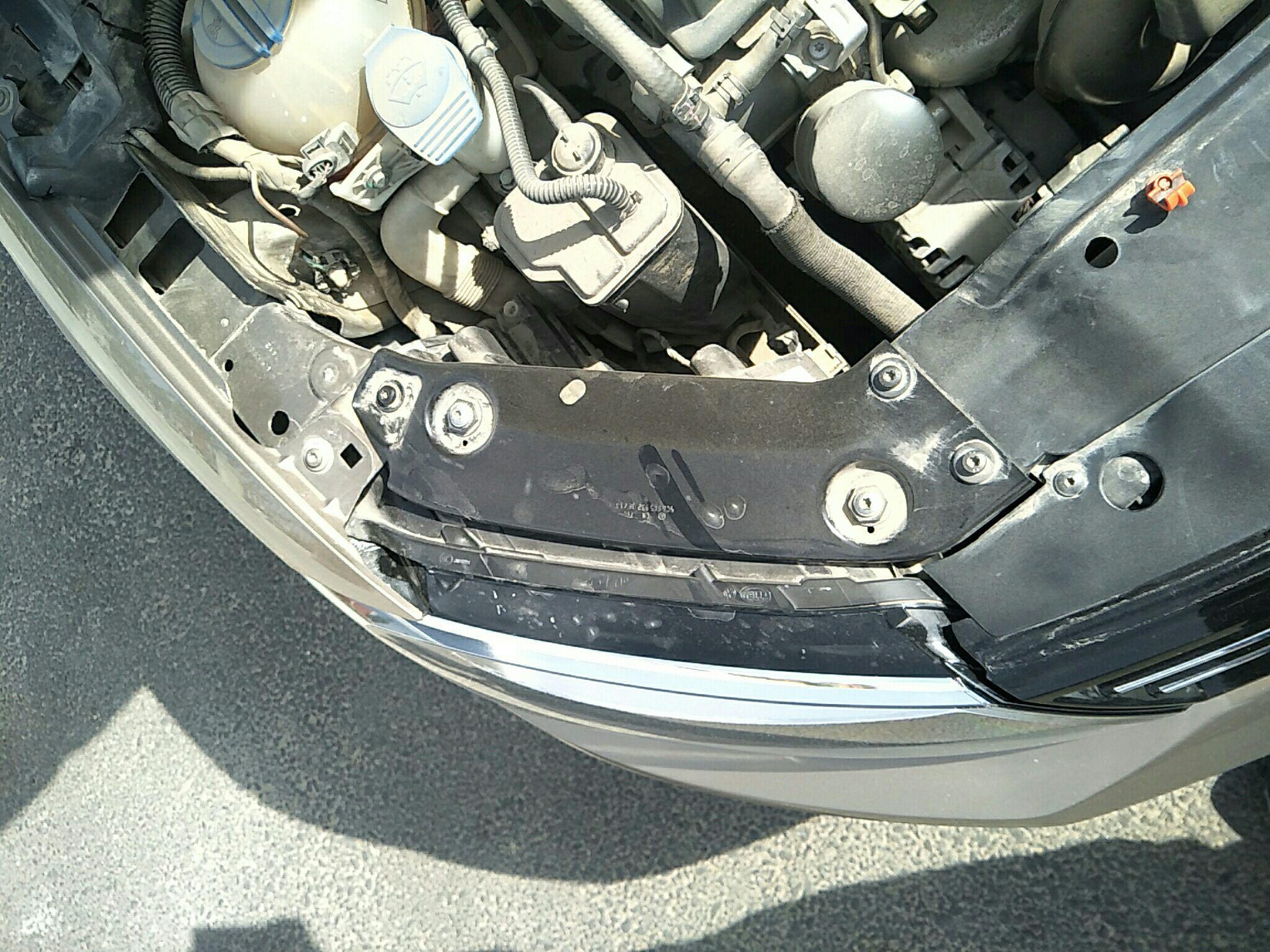 包头二手大众速腾 > 大众速腾 2014  车头轻微的碰撞会导致水箱框架