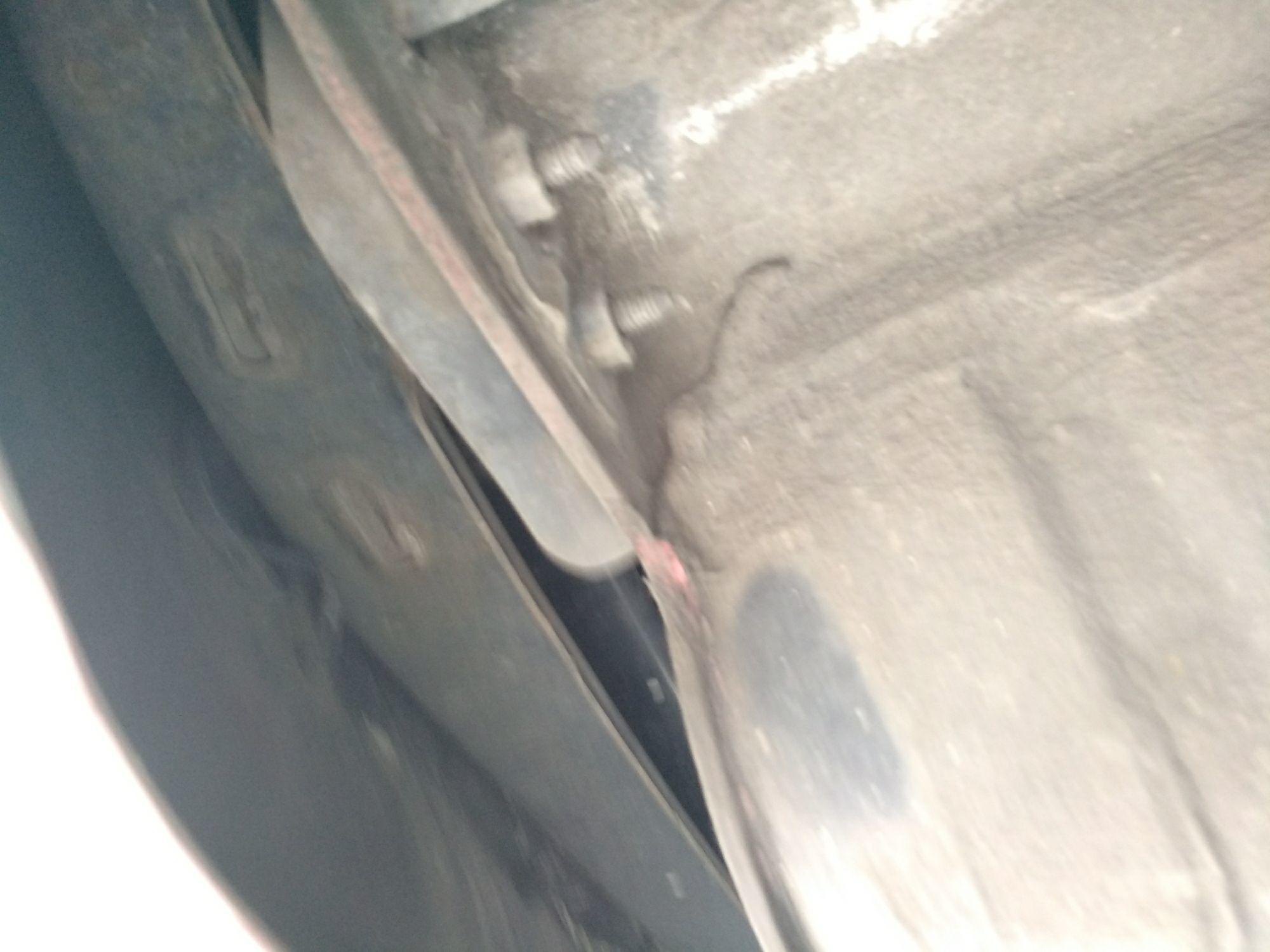 东莞二手标致标致307 > 标致307 2012  车尾轻微的碰撞会导致防撞梁